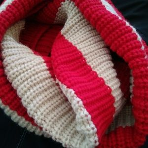 NWT Rikka infinity knitted scarf